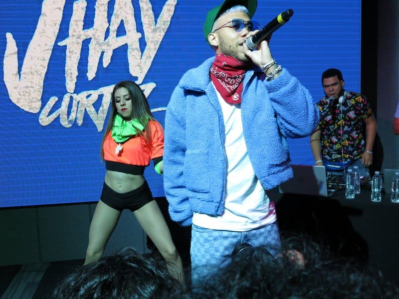 Jhay Cortez celebra a Kobe Bryant en nueva canción