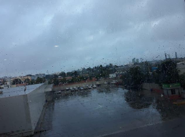 Vaguada y onda tropical seguirán provocando lluvias en varias regiones