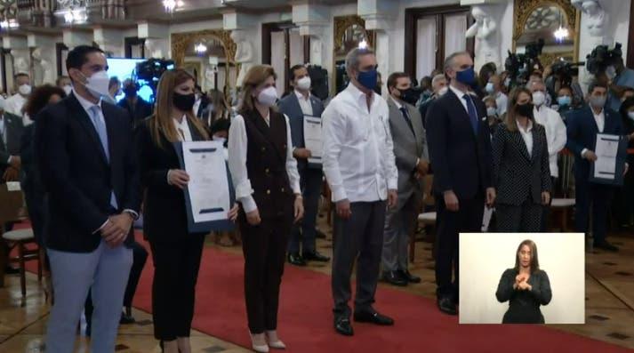 Gobierno entrega certificado a 100 hoteles cumplen protocolo COVID-19