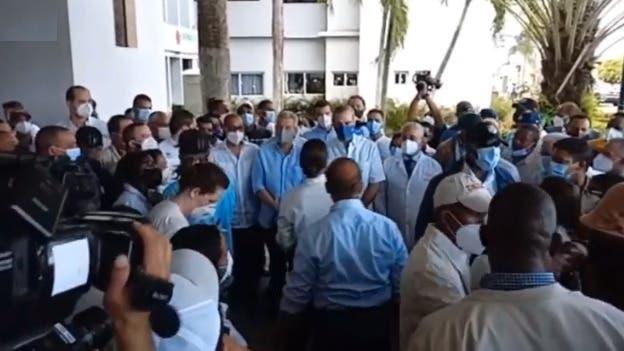 Luis Abiander entrega RD$100 millones para terminación hospital Vinicio Calventi