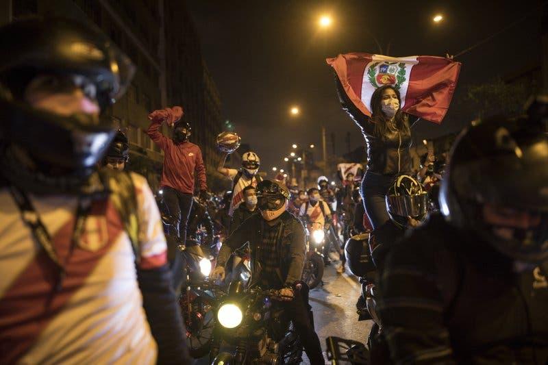 Perú se queda sin presidente y con un Congreso a la deriva