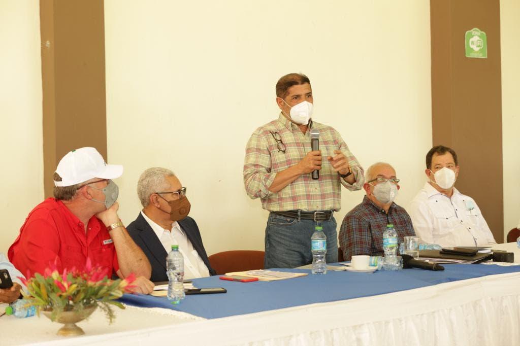 Gobierno busca garantizar producción de leche nacional