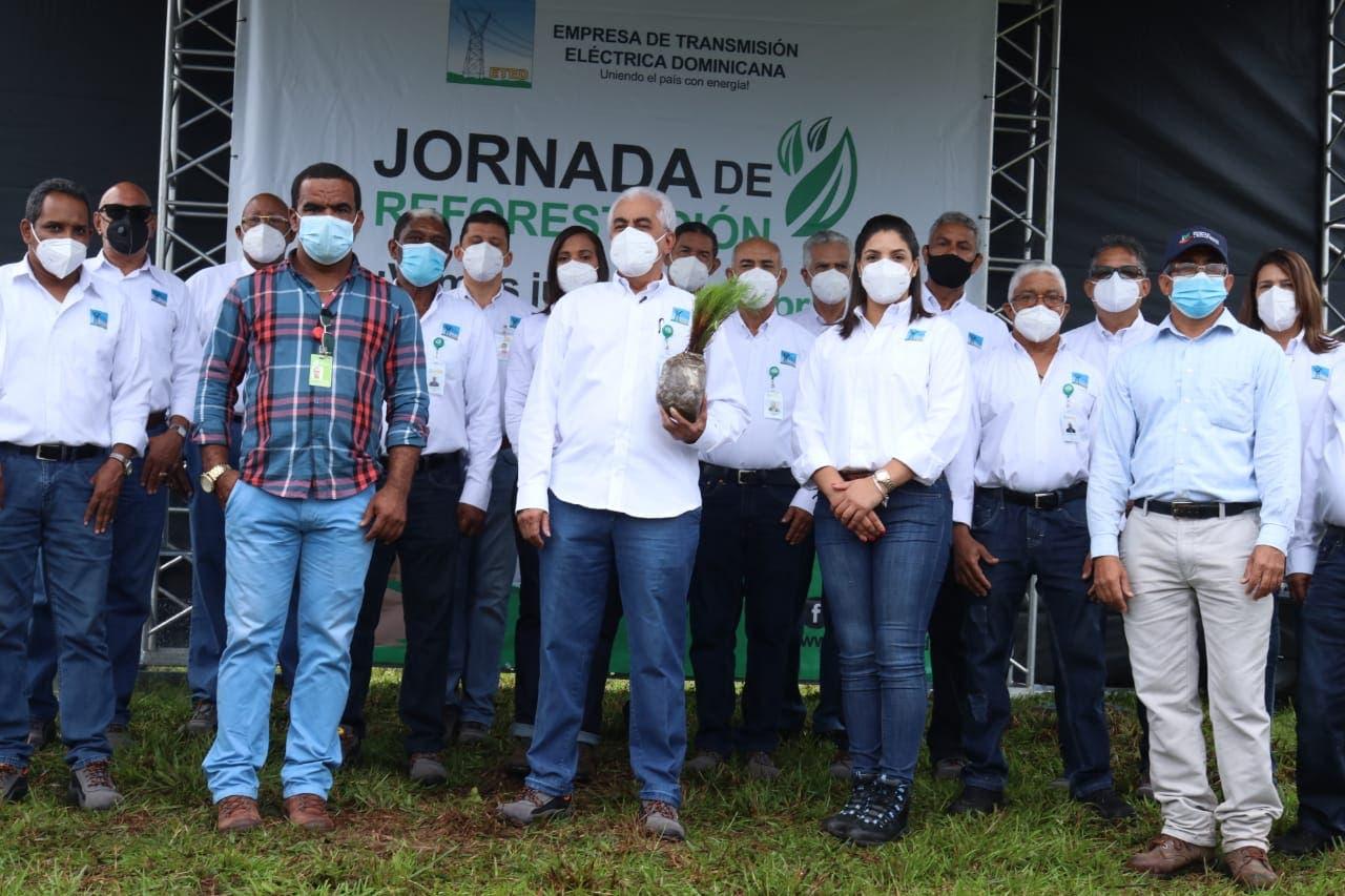 ETED realiza jornada de reforestación en San Cristóbal
