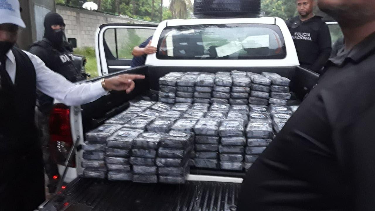 Detienen a dos hombres con más de 350 kilos de presunta cocaína