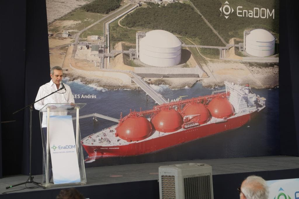Abinader destaca impacto positivo de construcción de tanque gas natural en Boca Chica