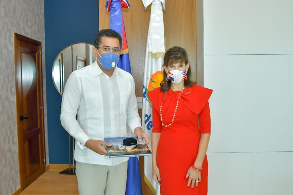 Embajadora de EEUU colaborará para impulsar turismo dominicano