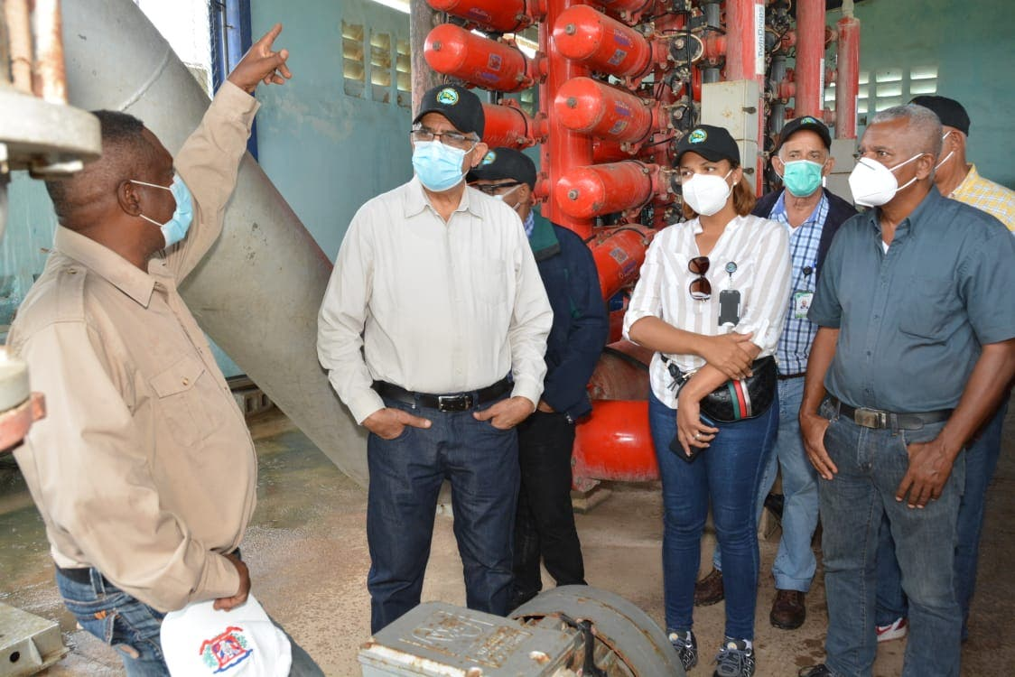 Director del IAD sostiene diálogo con productores que reclamaban en Pedernales