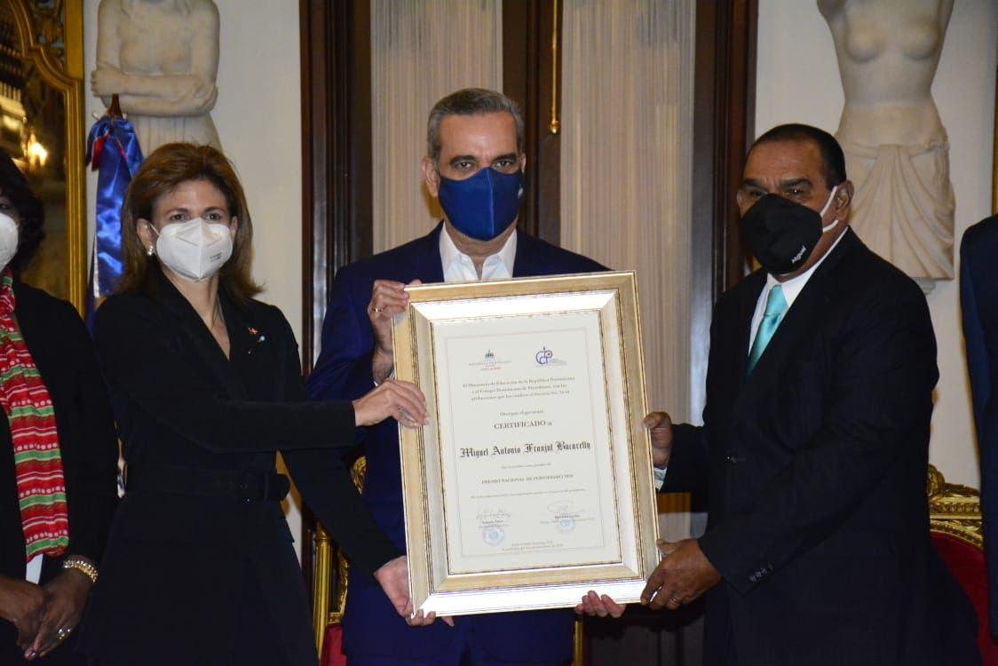Abinader encabeza Premio Nacional de Periodismo a Miguel Franjul