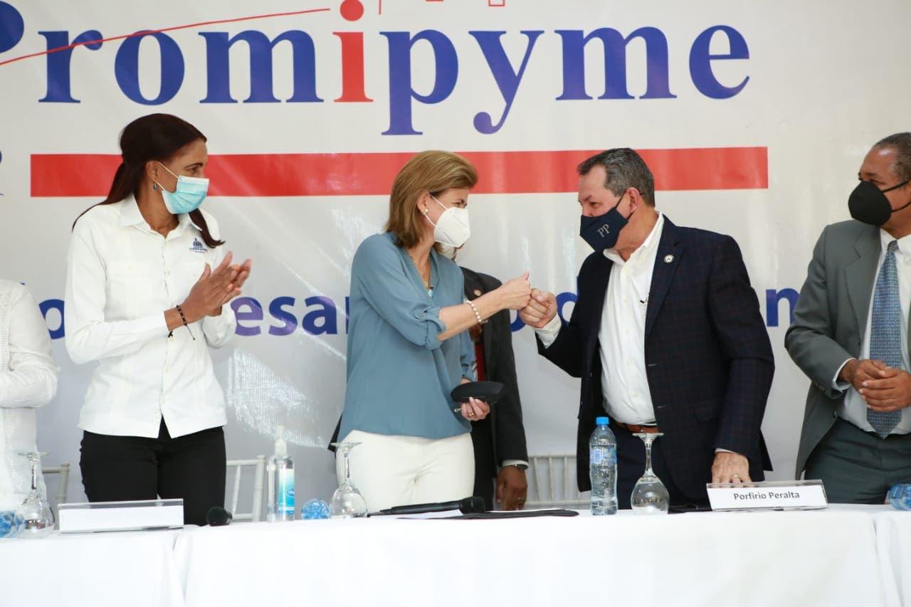 Raquel Peña y Promipyme dan respaldo con préstamos al sector de las Mipymes en Higüey