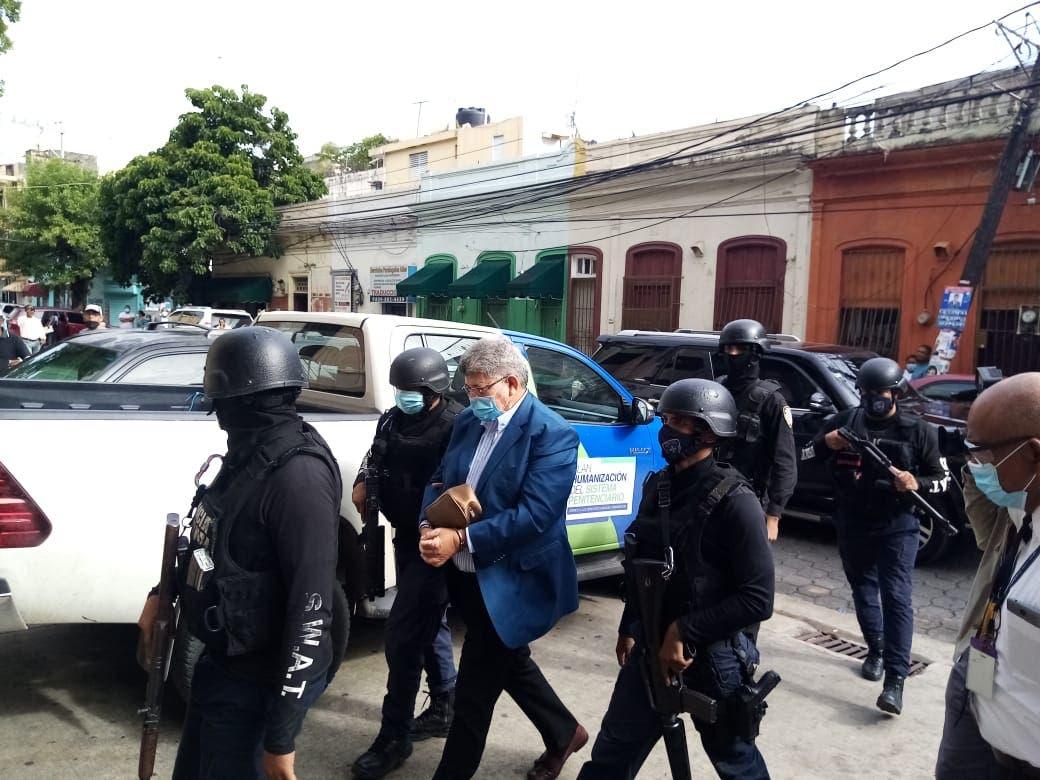 Llegada del expresidente del Fonper a la Fiscalía de Ciudad Nueva