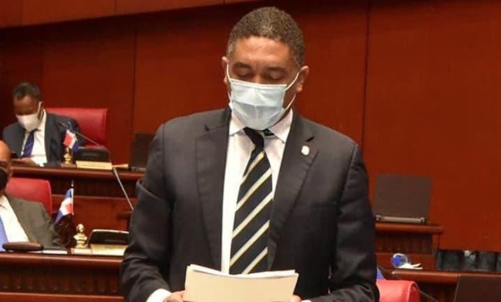Senador dice gobierno debe ser tratado por «Deudores Compulsivos Anónimos»