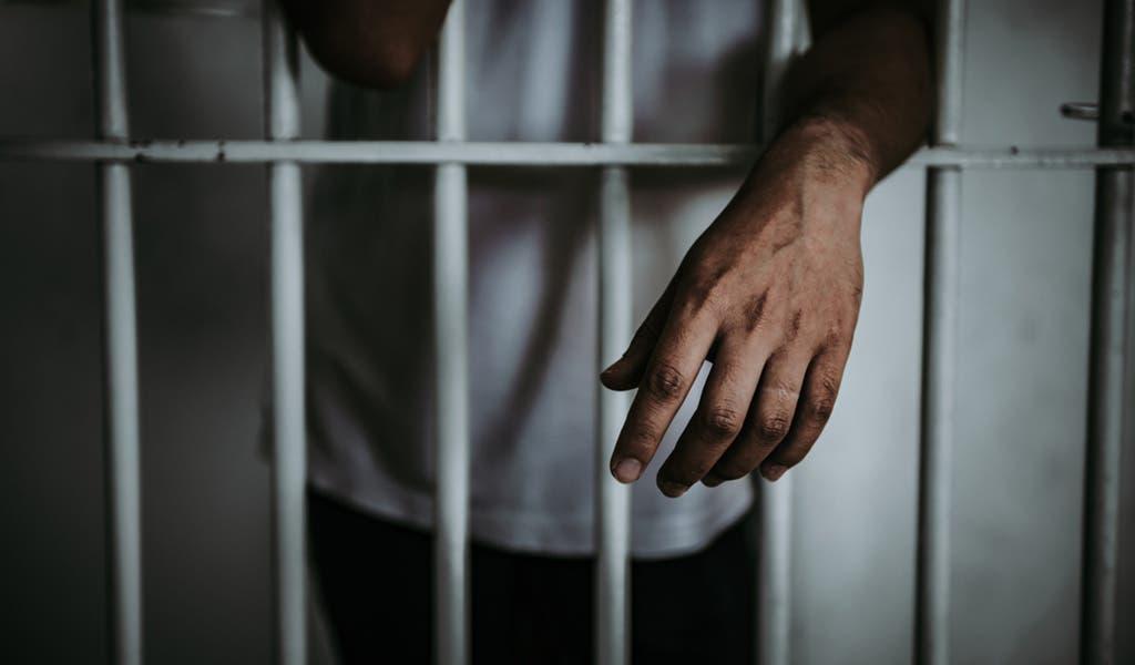 Capitán que disparó a su pareja y mató a la amiga es enviado a prisión