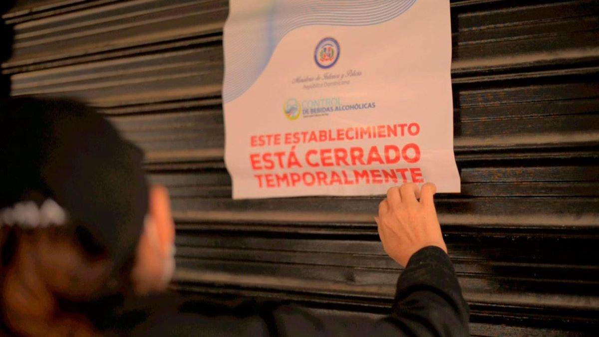 Autoridades clausuran 16 negocios por violar toque de queda