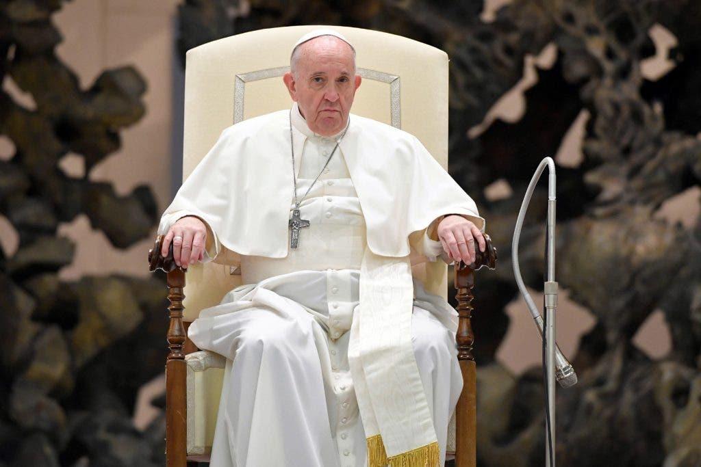 El papa recuerda hoy a quienes murieron por el coronavirus en soledad