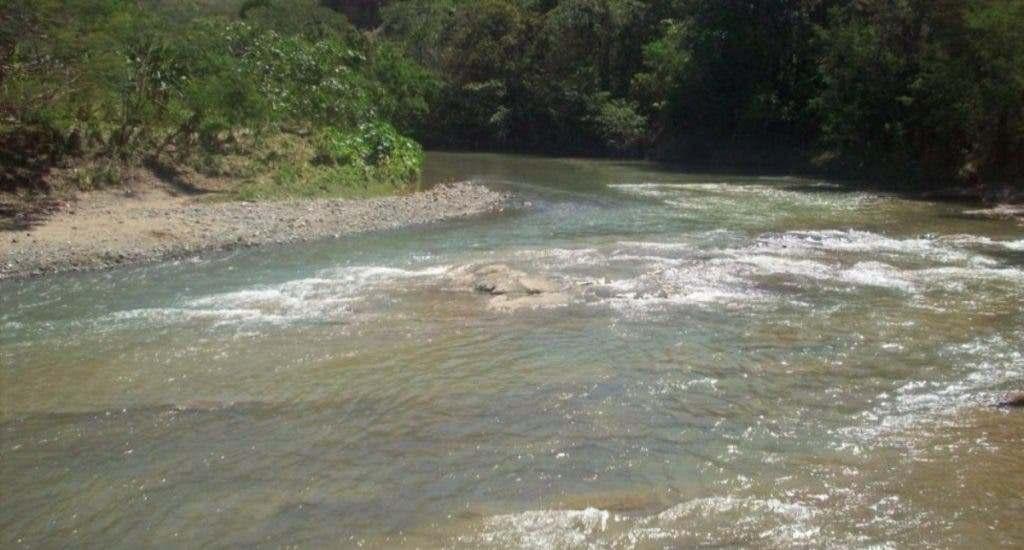 Lo que se sabe de la madre que murió ahogada junto a sus dos hijos en Elías Piña