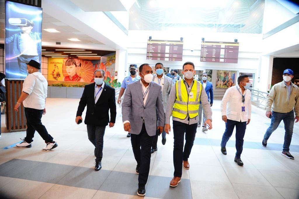 Director del Departamento Aeroportuario certifica cumplimiento protocolo en el AILA