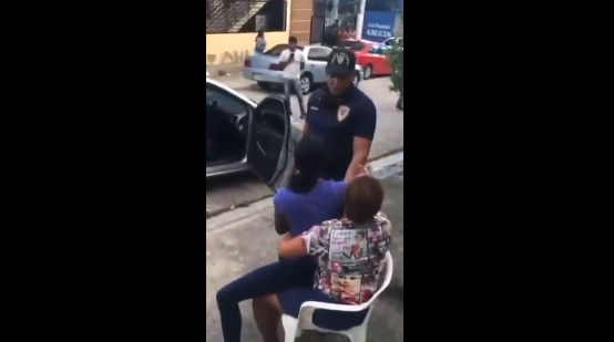 Agente da un puñetazo a joven trató de evitar apresamiento