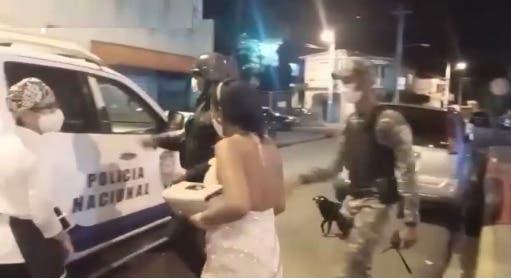 Policía ofrece detalles sobre detención de 70 personas en boda de La Vega