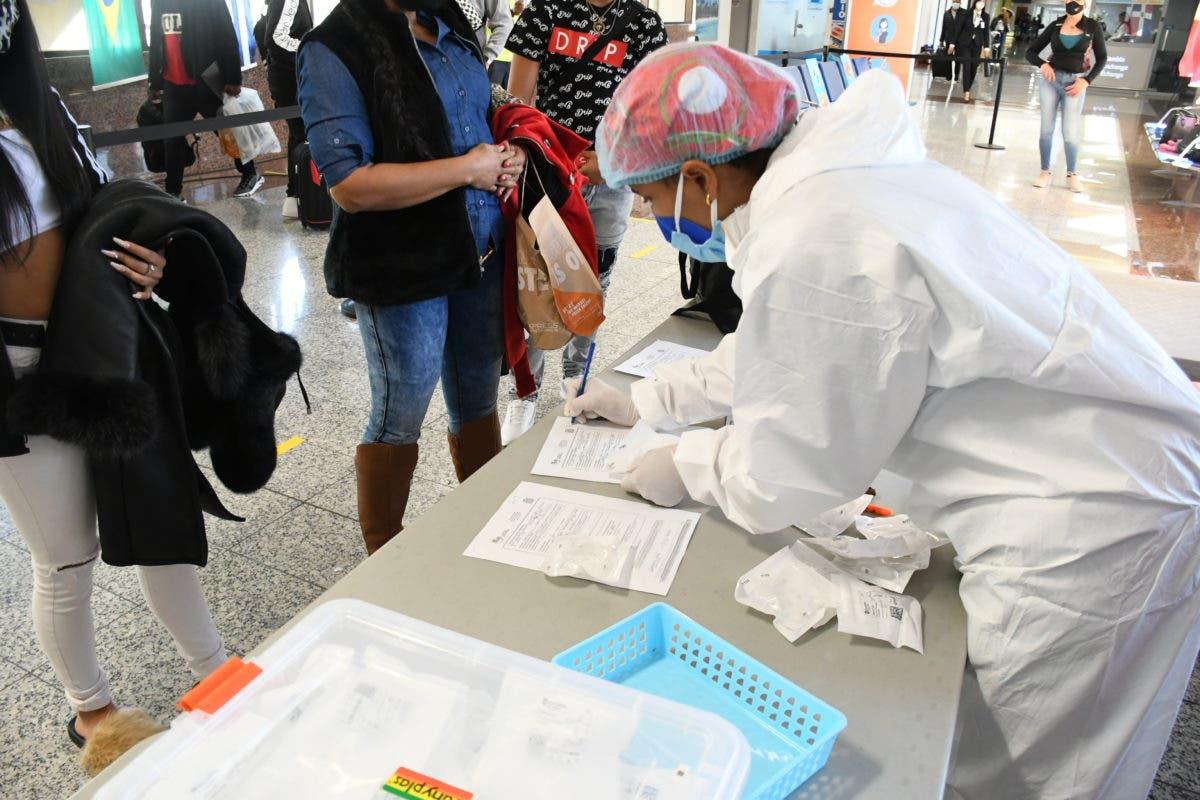 Salud Pública reforzará medidas en aeropuertos por llegada masiva de ciudadanos