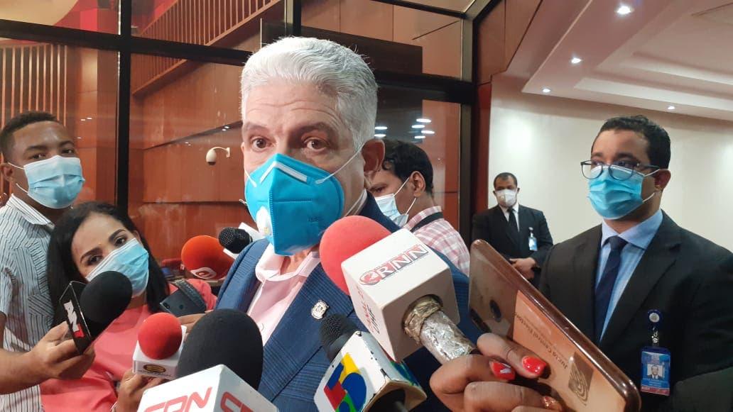 Eduardo Estrella: Es la primera vez que le doy la mano al Defensor del Pueblo