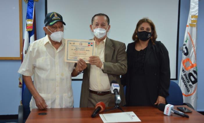 Director del Feda reconoce al constitucionalista Blanco Peña