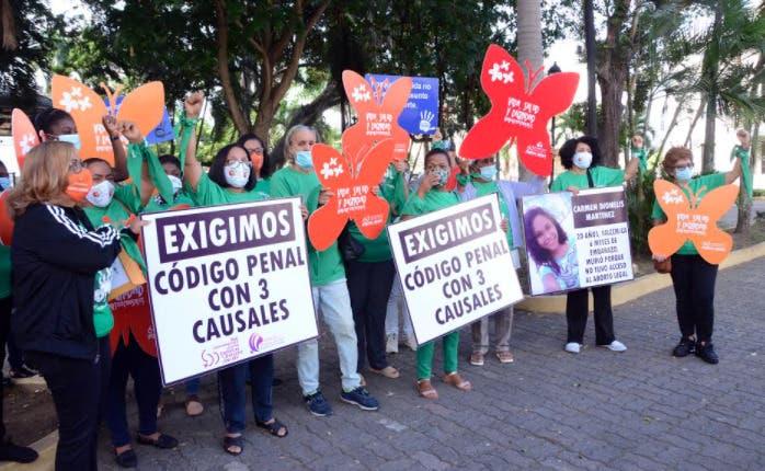 Feministas en Santiago reclaman un Código Penal que ampare a las mujeres