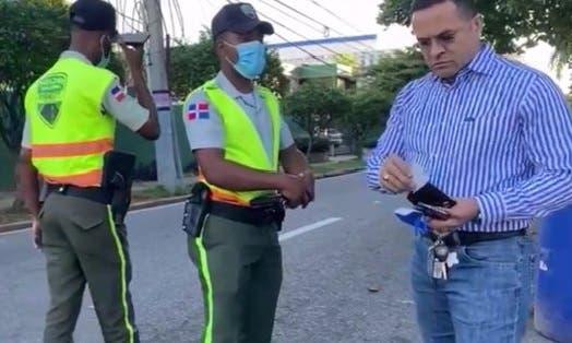 Ministro de Defensa ordena investigar incidente entre general y agentes DIGESETT