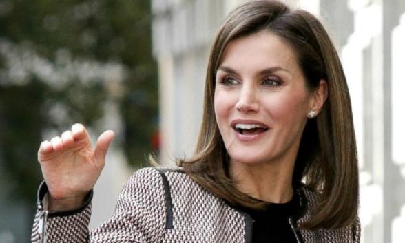 Reina de España realiza escala en el país en su ruta a Honduras
