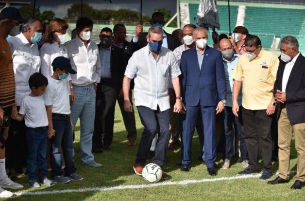 Luis Abinader asiste a la final de la Liga Dominicana de Fútbol