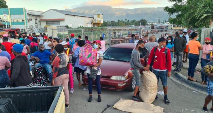 """Suspenden """"mercado de pulgas"""" en Santiago para evitar más casos de Covid-19"""