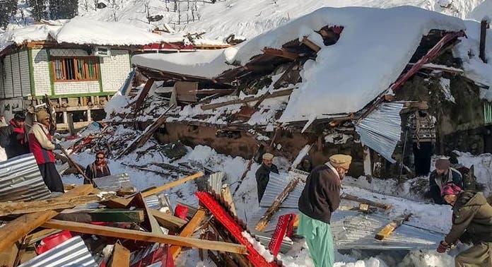 Al menos 6 muertos y 18 desaparecidos en Teherán por avalanchas de nieve