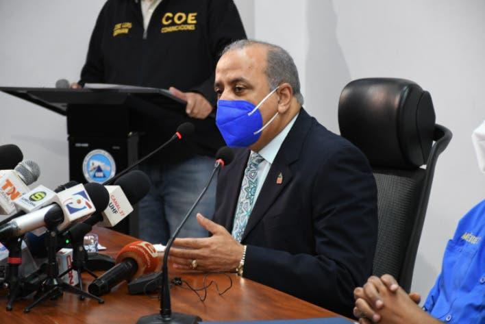 Ministro de Salud: 65% de jóvenes lleva contagios de COVID-19 a casa