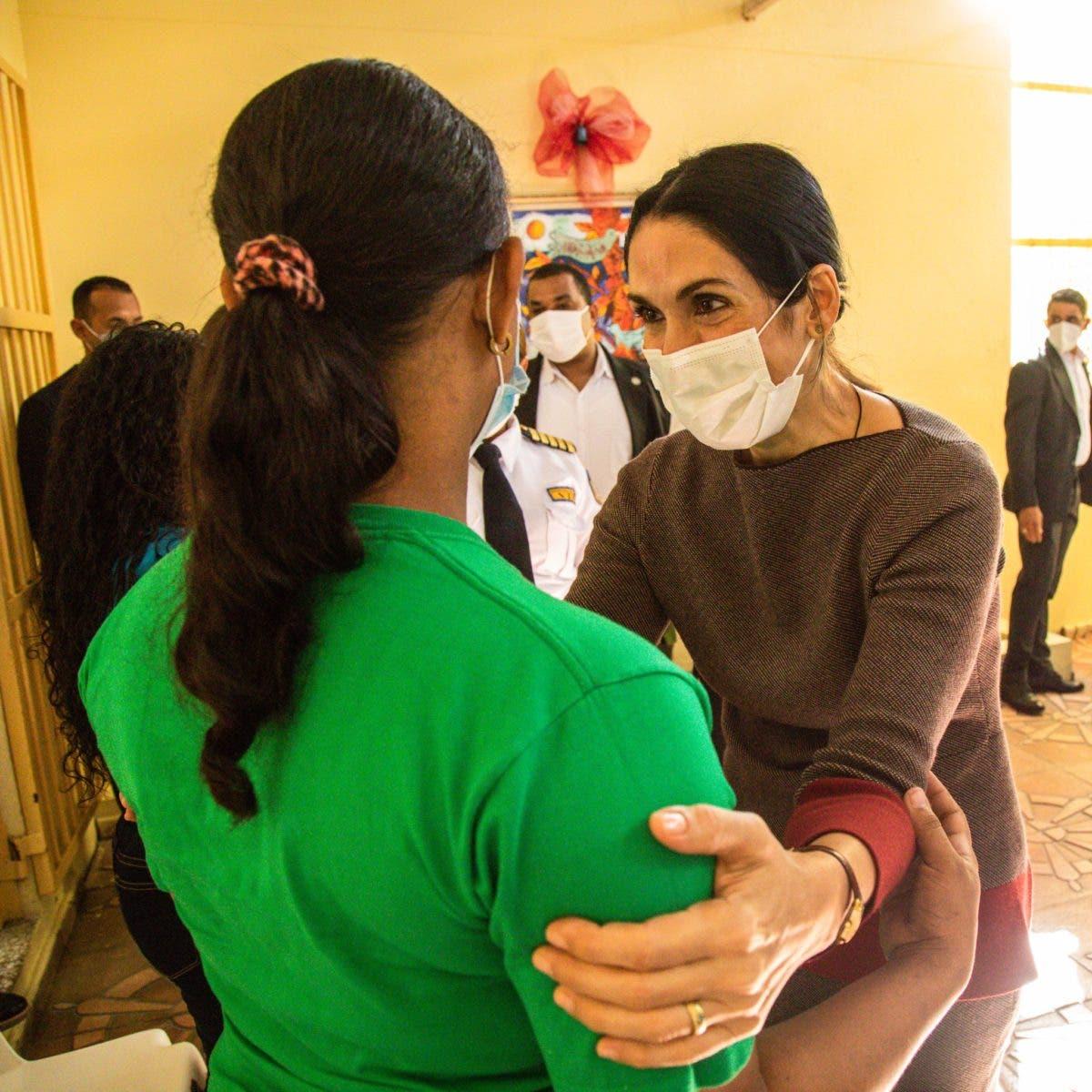 Primera dama visita a prisioneras de Najayo-Mujeres