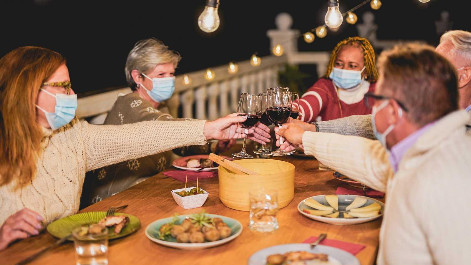 ¿Con mascarillas o no durante reuniones familiares navideñas? aquí la recomendación OMS
