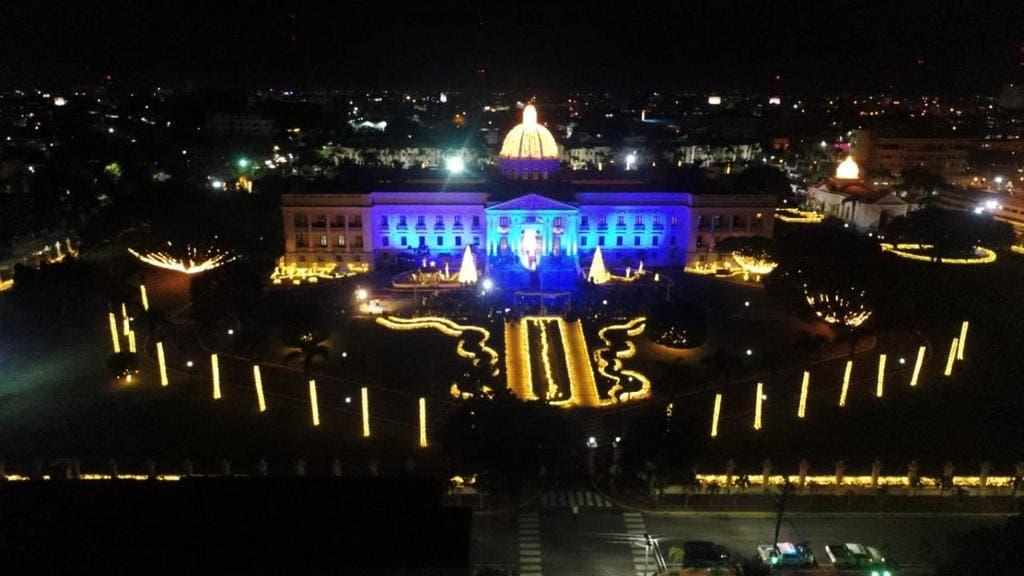 Palacio Nacional inicia navidad con encendido árbol