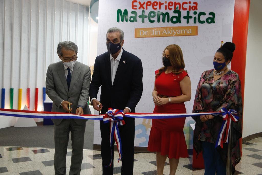 Abinader inaugura sala de la experiencia matemática en biblioteca infantil RD