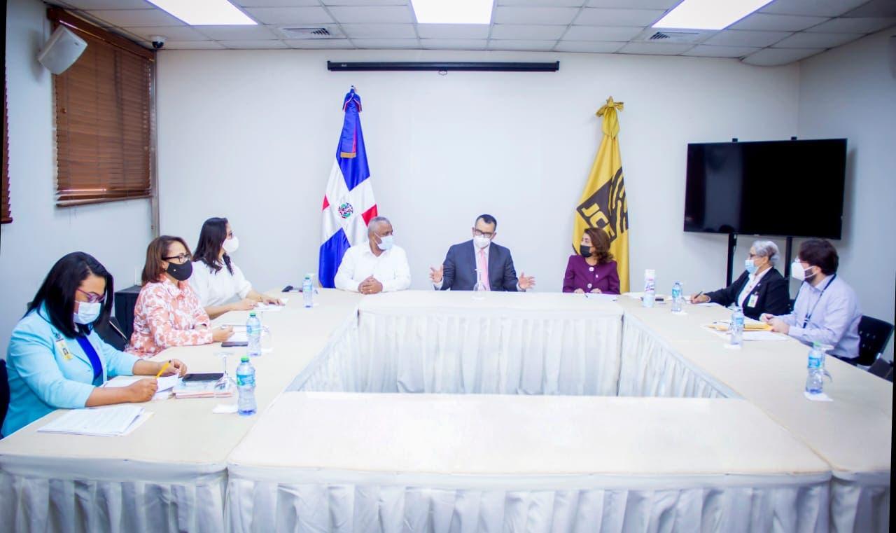 Comisión JCE para adecuación de Ley 659-44 sobre Actos del Estado Civil se reúne con presidente del TSE