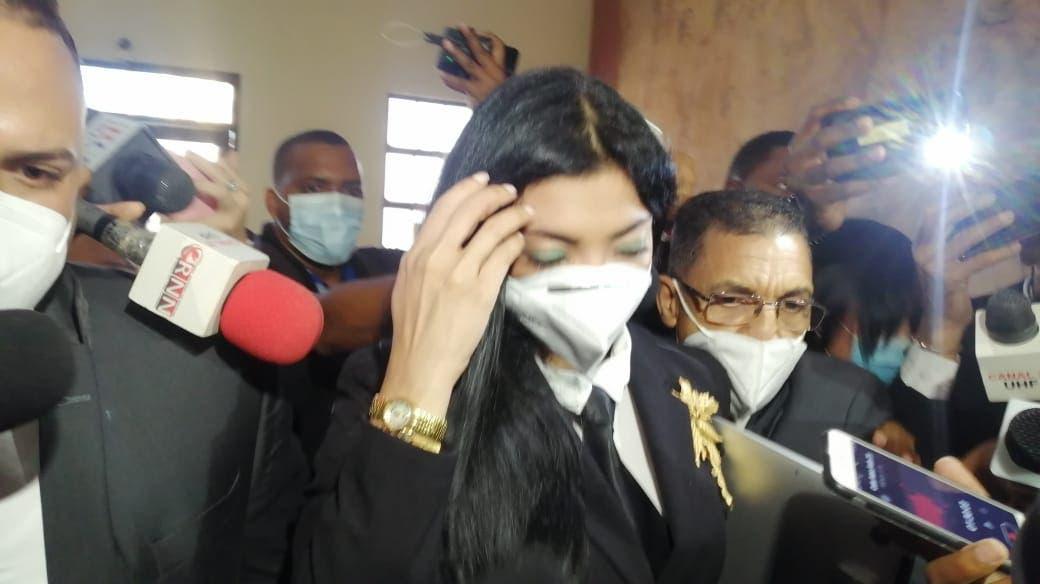 Yeni Berenice guarda silencio al llegar en Palacio de Justicia para conocer coerción a implicados en Operación Anti Pulpo