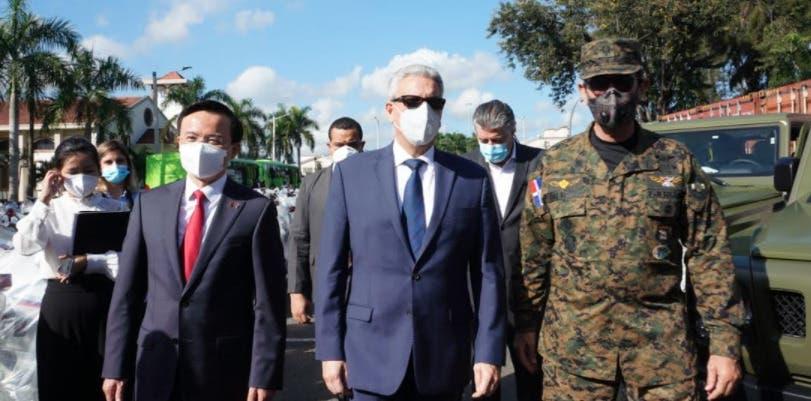 China dona vehículos para uso militar a República Dominicana