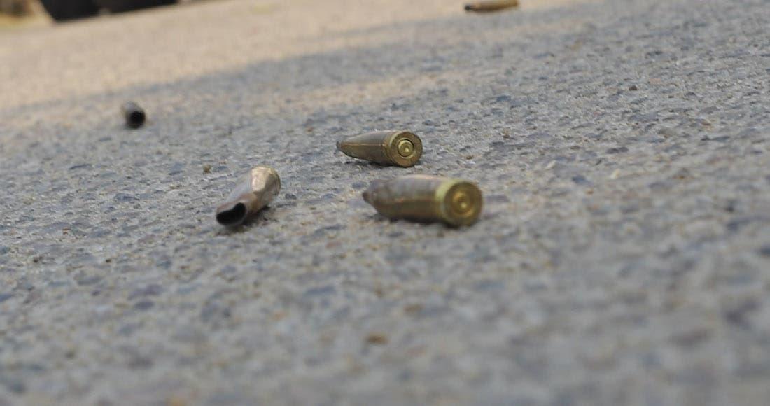 Matan un hombre y una mujer en parqueo de plaza de Pantoja