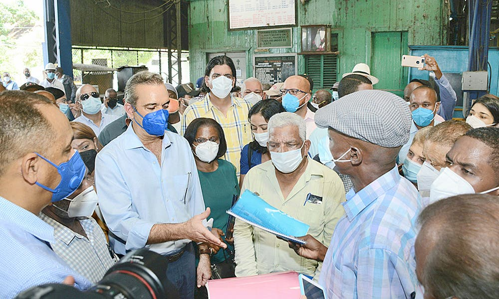 Presidente Abinader otorga pensión a 295 cañeros
