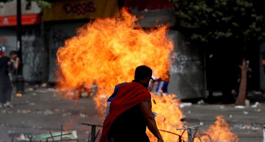 Protestas contra el Gobierno de Piñera se toman el centro de Santiago