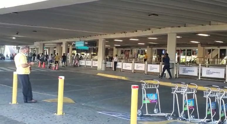 Reportan poca seguridad en aeropuerto ante llegada de pasajeros
