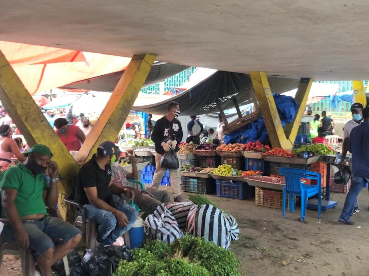 Vendedores de la Duarte se quejan de horario toque de queda del fin de semana