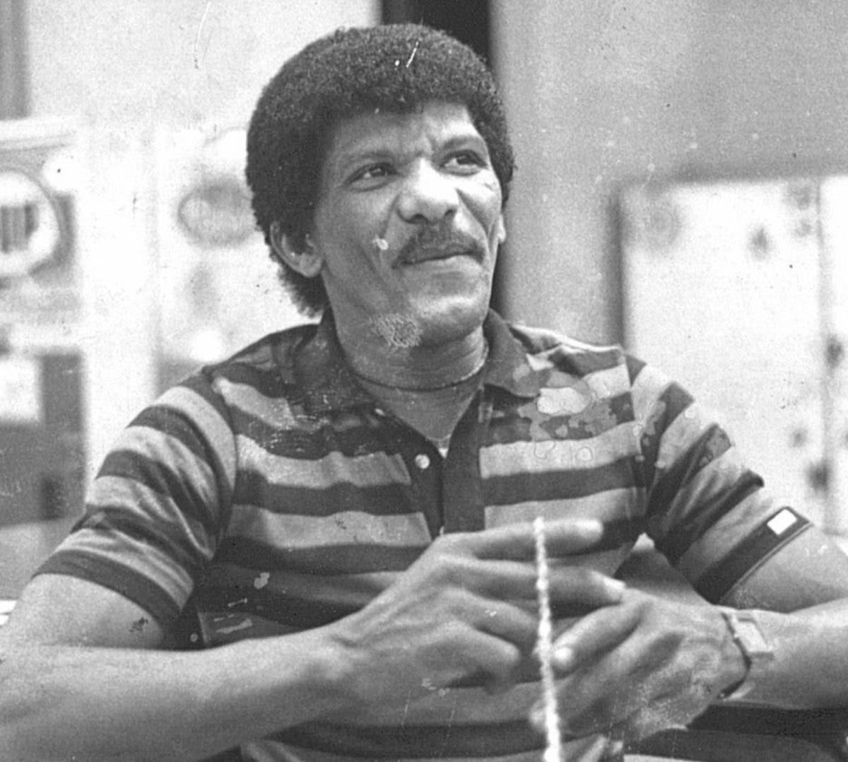Catarey, el mejor tamborero de su época, espera por su calle