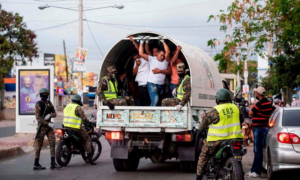 580 personas detenidas por violar el toque de queda