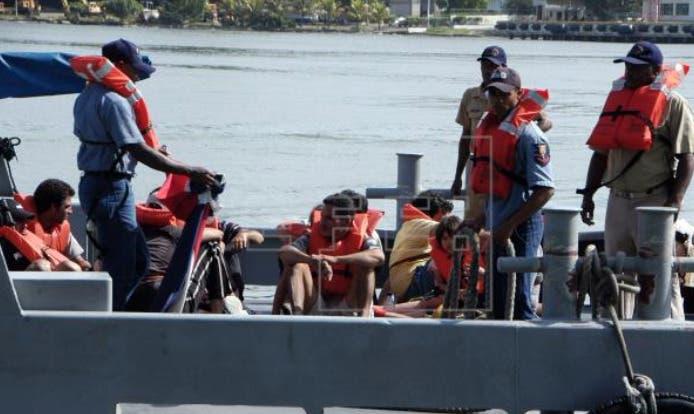Repatrían a 11 inmigrantes dominicanos y 12 haitianos que navegaban hacia Puerto Rico
