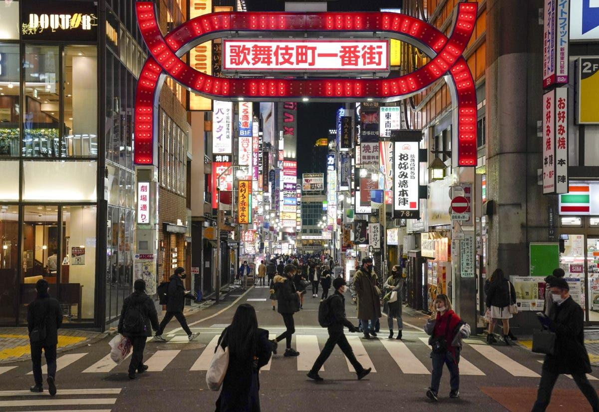 Japón extiende el estado de emergencia por auge de contagios coronavirus; cierra fronteras