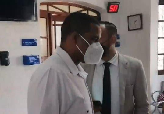 Funcionario Aduanas dice probará su inocencia sobre acusación de violación