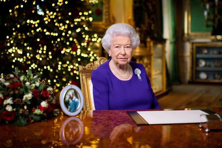 La reina Isabel II se vacuna contra el COVID-19